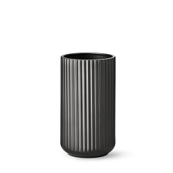 2025-lyngby-vasen-25-cm-mat-sort-porcelaen-500x500