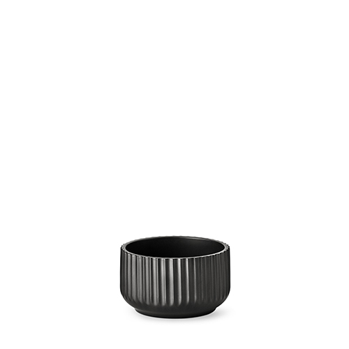 20140-lyngby-skaalen-14-cm-mat-sort-porcelaen-500x500