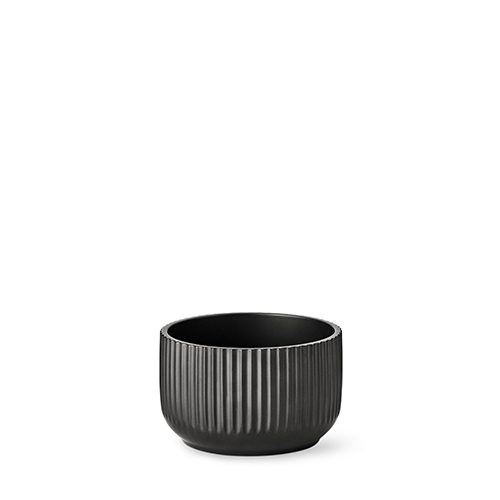 20170-lyngby-skaalen-17-cm-mat-sort-porcelaen-500x500