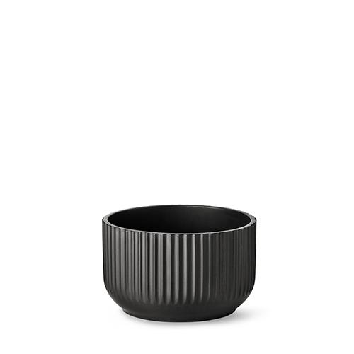 20200-lyngby-skaalen-20-cm-mat-sort-porcelaen-500x500