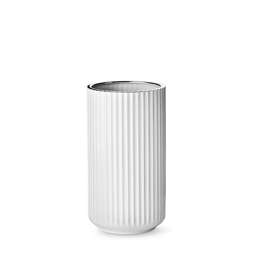 7025-lyngby-vasen-25-cm-hvid-soelvkant-porcelaen-500x500