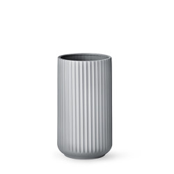 4025-lyngby-vasen-25-cm-mat-graa-porcelaen-500x500